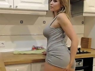 Hot MILF Cant Control Her Self With Pleasure Cums On Cam